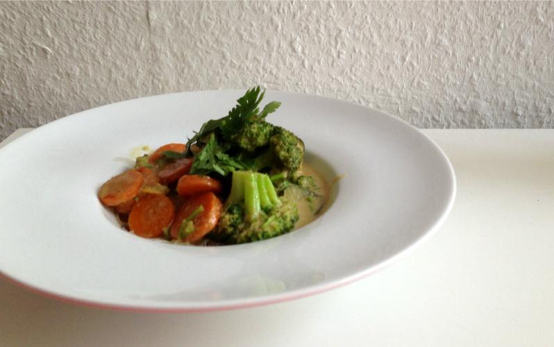 Grünes Curry mit Reisbandnudeln