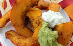 Kürbispommes mit Avocado-Blutorange-Dip