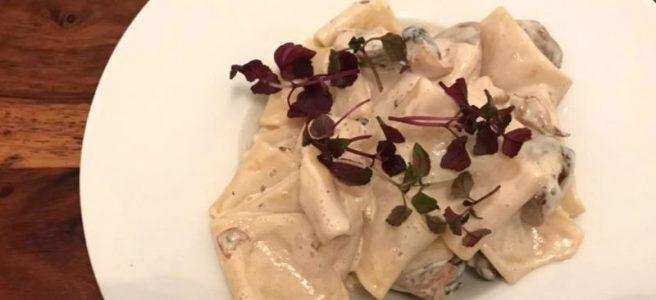 Pasta mit Seitlingen an veganem Sahnesud